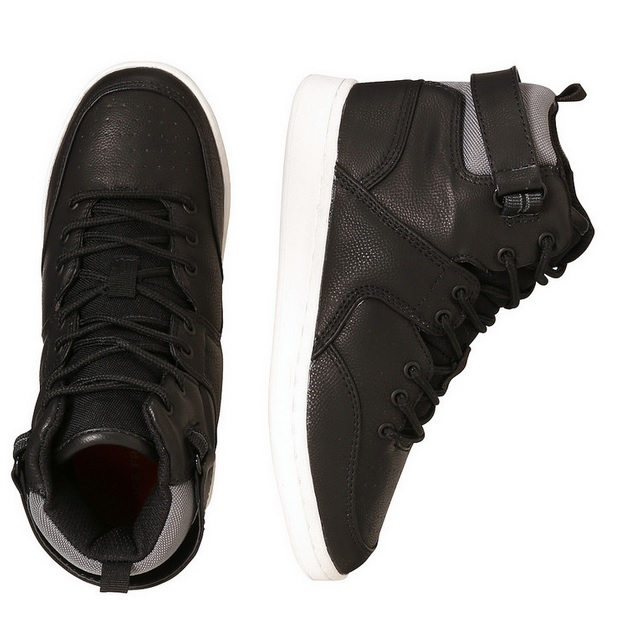 Wear these to school or out to dinner with these casual black shoes