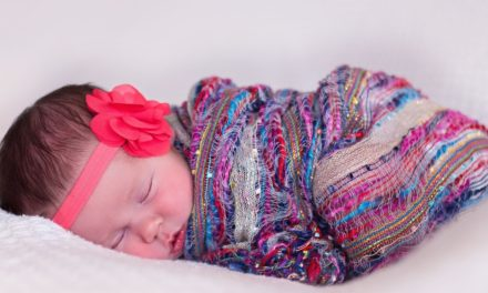 Pros and Cons of Swaddling a Newborn