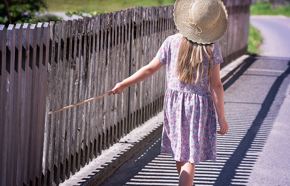 5 Effortless Ways To Keep Your Kids Outside Playing Safely
