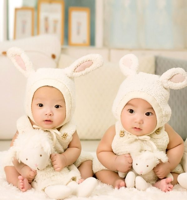 5 Tips to take care of new born twin babies
