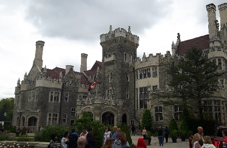 Double Decker Toronto City Tour and Casa Loma is The Perfect Day In Toronto!