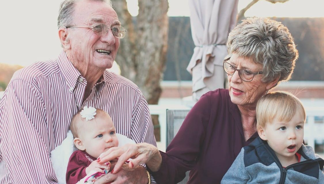 5 Easy Ways For Long Distance Grandparents To Stay Connected